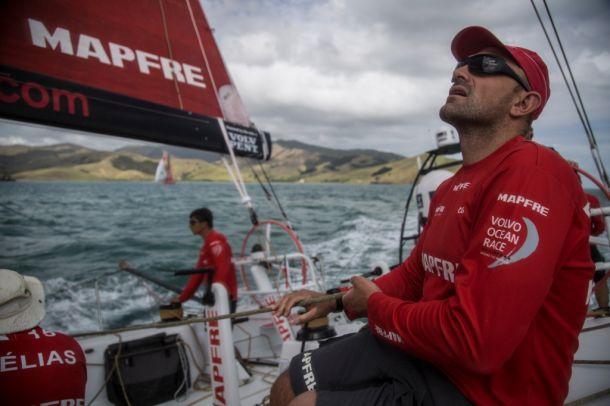 Xabi Fernandez trimming on Mapfre as the Volvo fleet leaves Auckland. Photo Francisco Vignale / MAPFRE / Volvo Ocean Race.