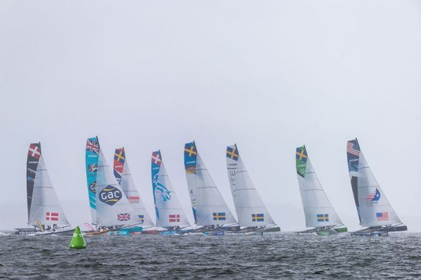 Eight boats on the starting line in pouring rain in Helsinki