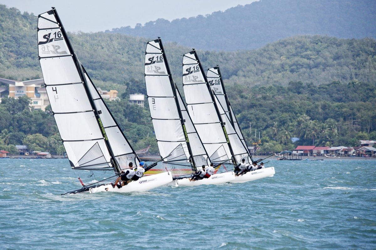 Racing at the Youth Worlds. Photo Christophe Launay.