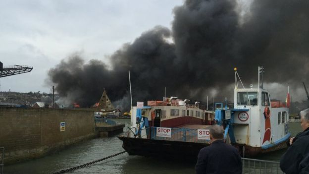 The Cowes Chain Ferry was suspended as smoke engulfed the river. Photo Joshua Aitken-Dunkeld/BBC.