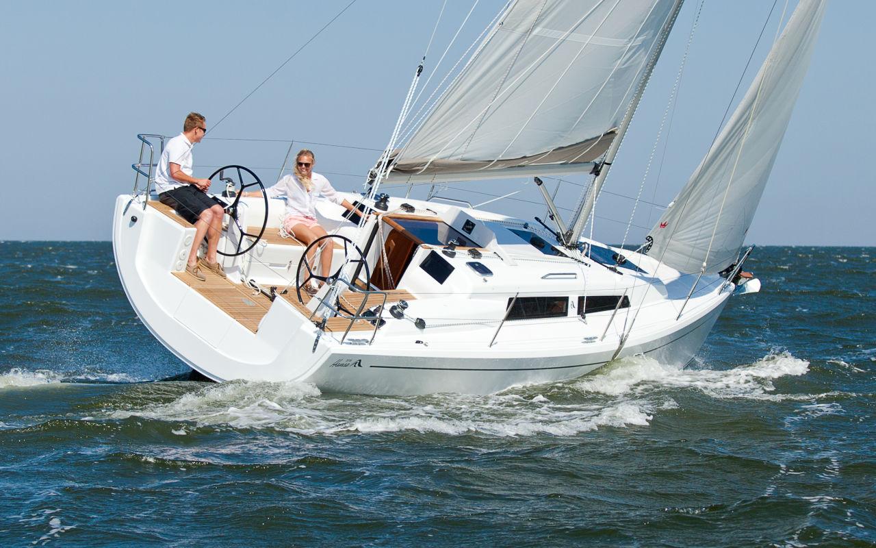 Hanse 315 sailing.