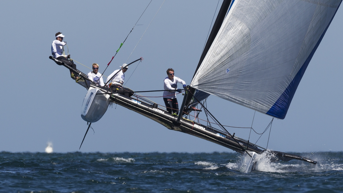Ian Williams and his crew flying a hull at Fremantle. Photo Ian Romans/WMRT.