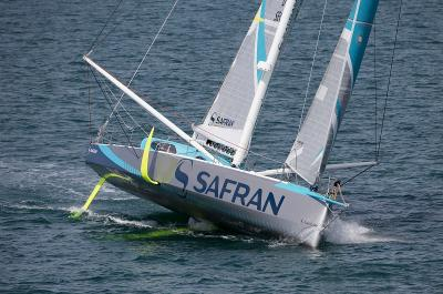Safran brings in a wing mast for Vendee Globe. Photo Jean-Marie Liot / DPPI / Safran.