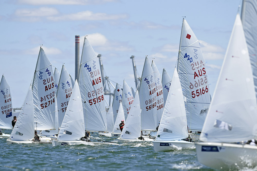 420 fleet start at SWC Melbourne. Photo Jeff Crow/Sport the Library.