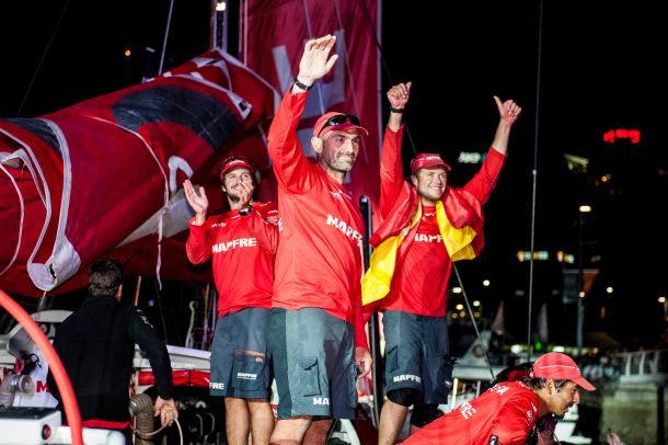 Xabi Fernandez (centre) acknowledges the Auckland crowd. Photo Xaume Olleros / Power Sport Images