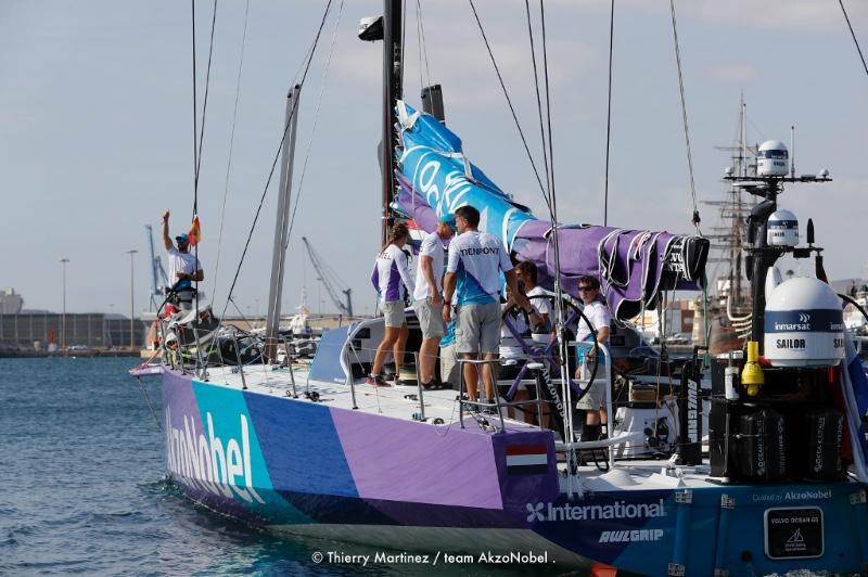 Tienpont at the helm of team AkzoNobel. Photo © Thierry Martinez / team AkzoNobe.
