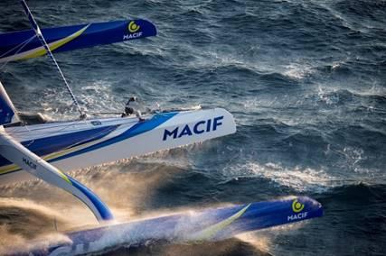 MACIF-surfing-in-record-conditions---Vincent-Curutchet/Macif-pic
