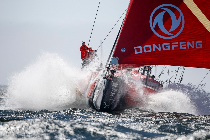 Dongfeng-ploughs-through-the-waves---Pedro-Martinez/VOR pic