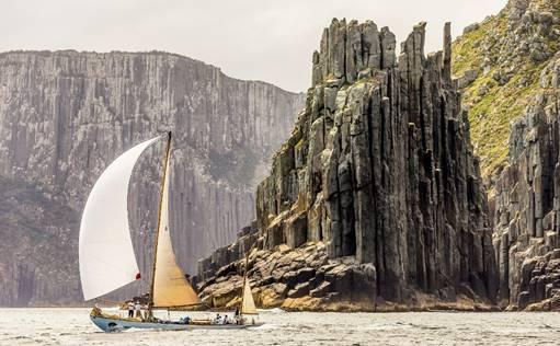 Dorade off Tasman Island in the Rolex Sydney Hobart Race (Credit: Rolex/Studio Borlenghi)