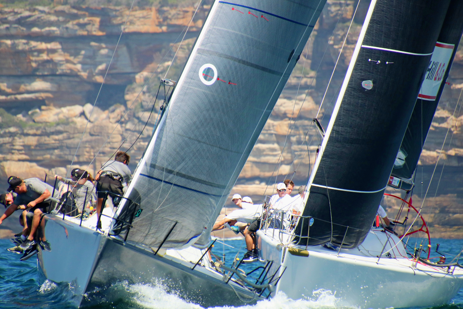 HillPDA Racing and Forty against Sydney sandstone cliffs. Photo credit Jen Hughes.
