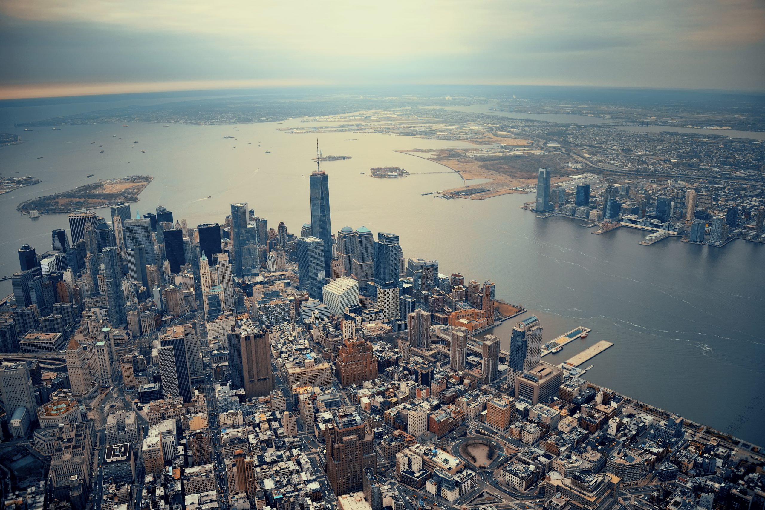 The-fleet-will-arrive-to-the-impressive-Manhattan-skyline