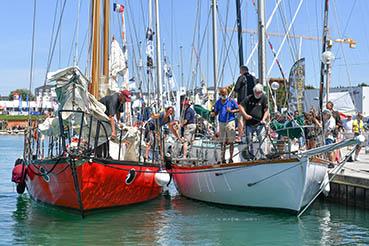 The crew of Bernard Moitessier's famous yacht JOSHUA tie up alongside Sir Robin Knox-Johnston's yacht SUHAILI in Les Sables d'Olonne. Photo: Christophe Favreau/GGR/PPL