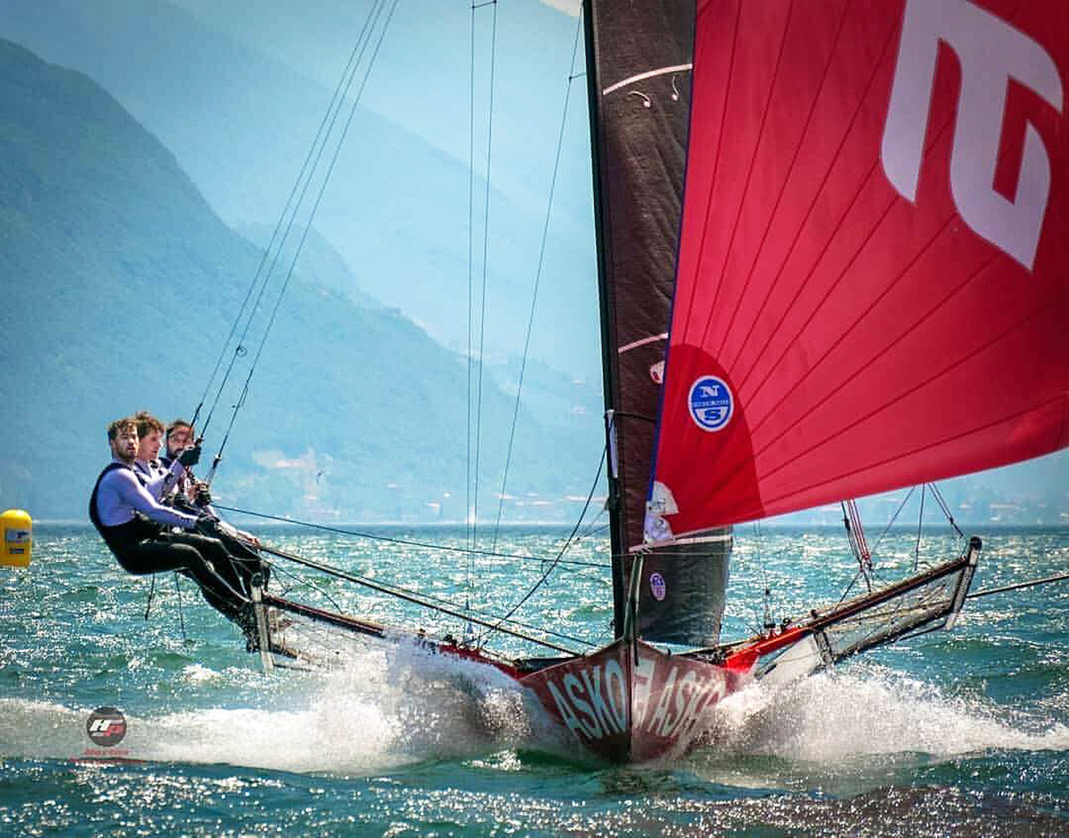 Asko-Appliances-on-her-way-to-victory-in-the-Mark-Foy-Trophy-on-Lake-Garda---18ft-skiffs-pic