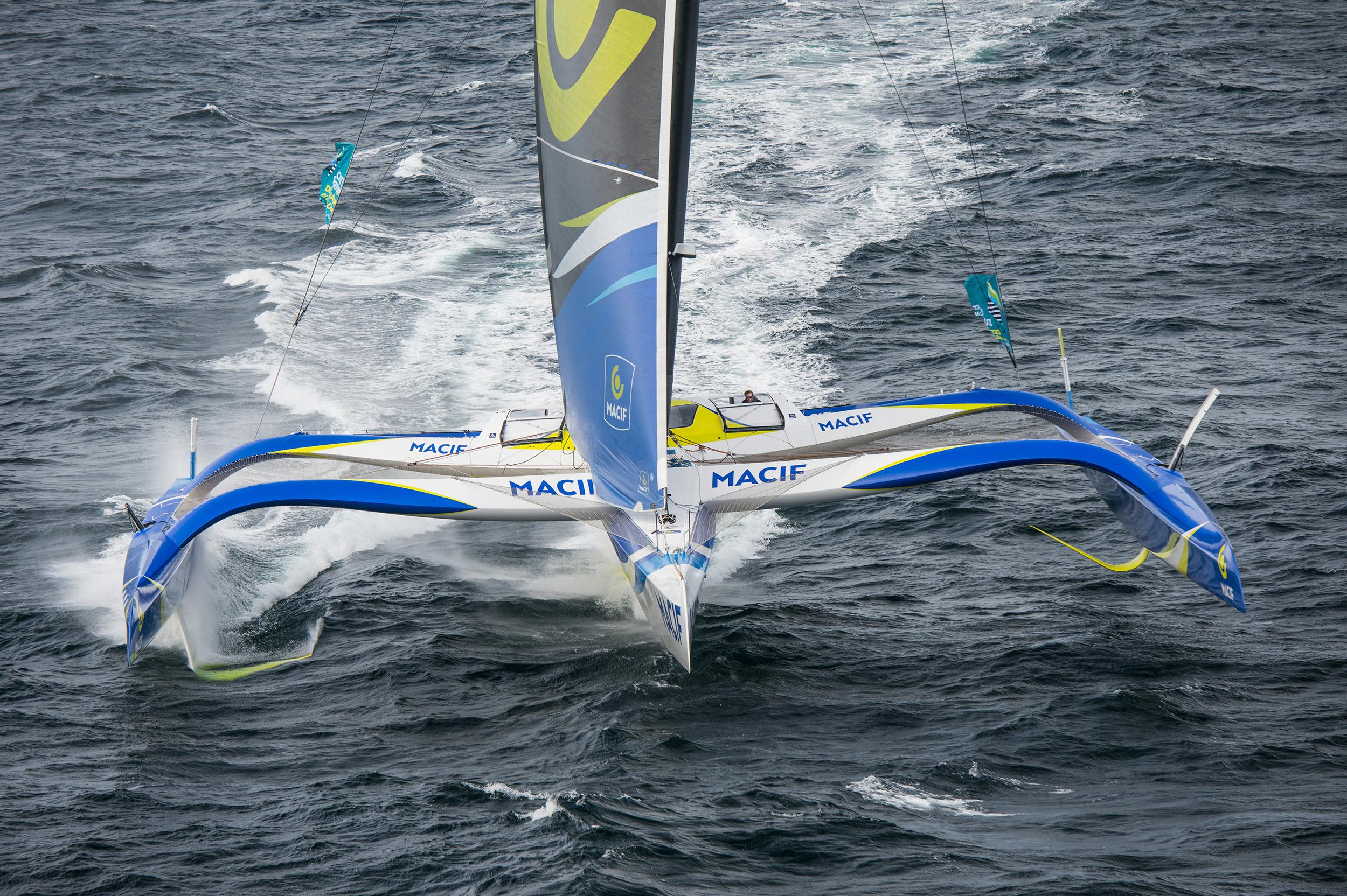 Franois-Gabart-has-less-than-800-nautical-miles-to-go---Vincent.Curutchet-Macif-pic
