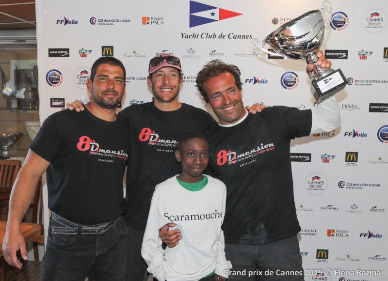 Pedro Rebelo de Andrade and crew with-the-winning-trophy - Elena-Razina-pic