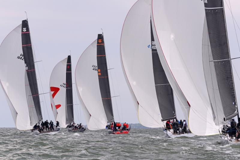Fast-40-class-gets-going-in-light-airs---Rick-Tomlinson-pic