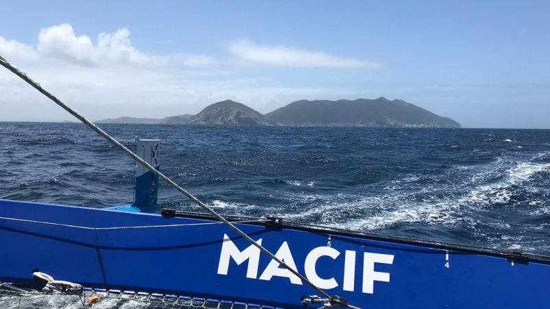 MACIF approaches Rio de Janeiro. Photo © Jérémy Eloy / Macif.