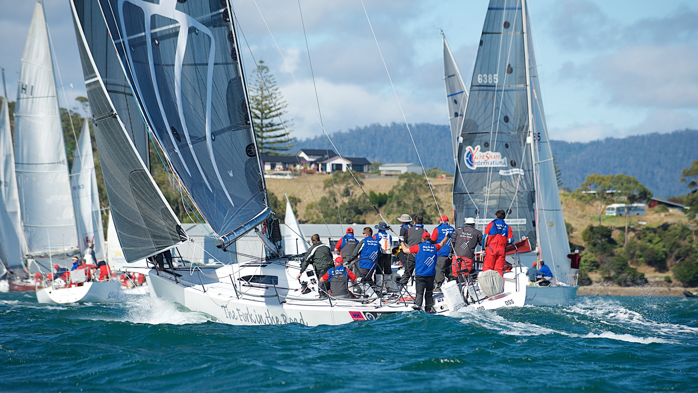 Fork in the Road and-others-start-action - Derwent-Sailing-Squadron-pic