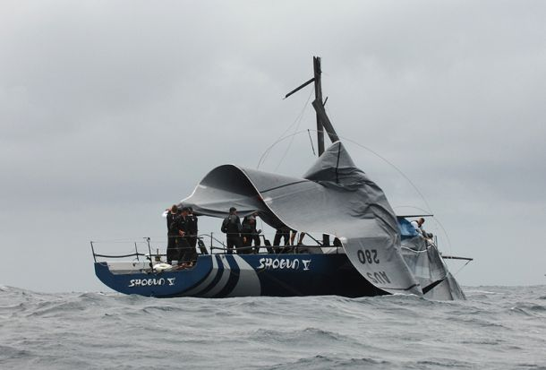 Shogun V's mast came down off Palm Beach. Photo Peter Andrews/Outimages.