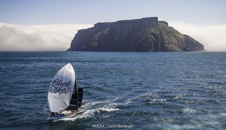 Katwinchar making her way down the Tasmanian coast in the Rolex Sydney Hobart. Credit ROLEX/Carlo Borlenghi