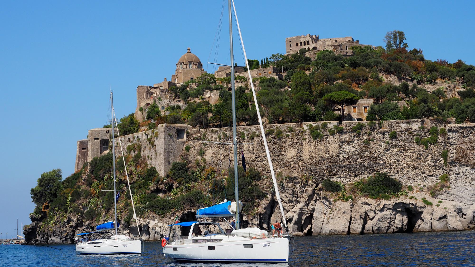 Aragonase Castle. Photo Mariner Boating Holidays.