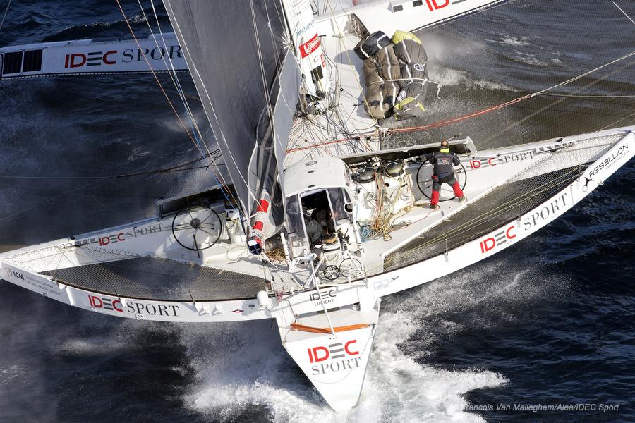 Francis JOYON aboard maxi-trimaran IDEC SPORT © Photos IDEC SPORT