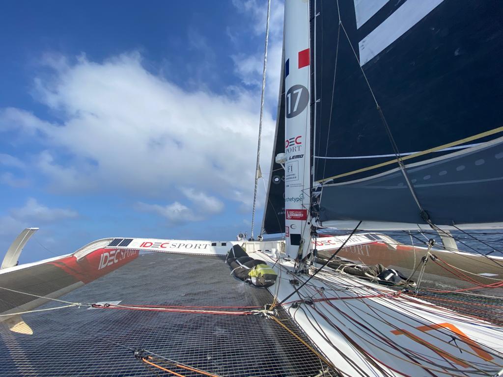 Francis Joyon and crew heading towards the Azores