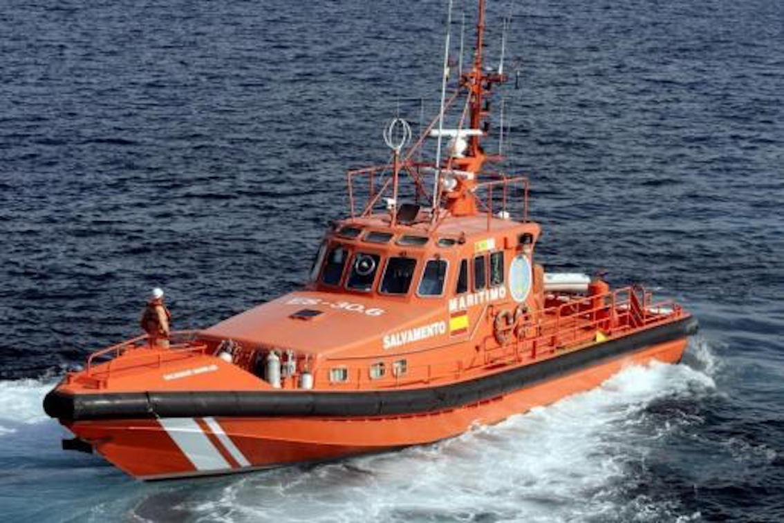 'Berzanne' crew and dog rescued near Llucmajor.