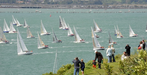 North Head is a popular place to watch the action - (c) Chris Weissenborn.