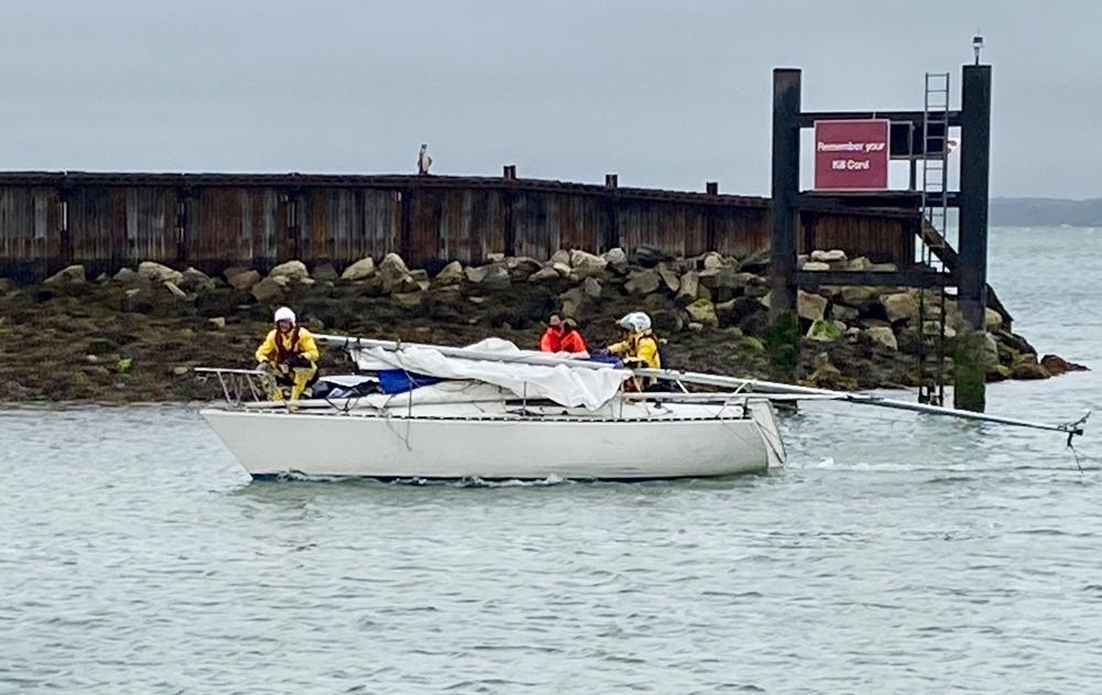 Dismasted yacht returns to port. Photo Photo: Teresa Fox/RNLI.