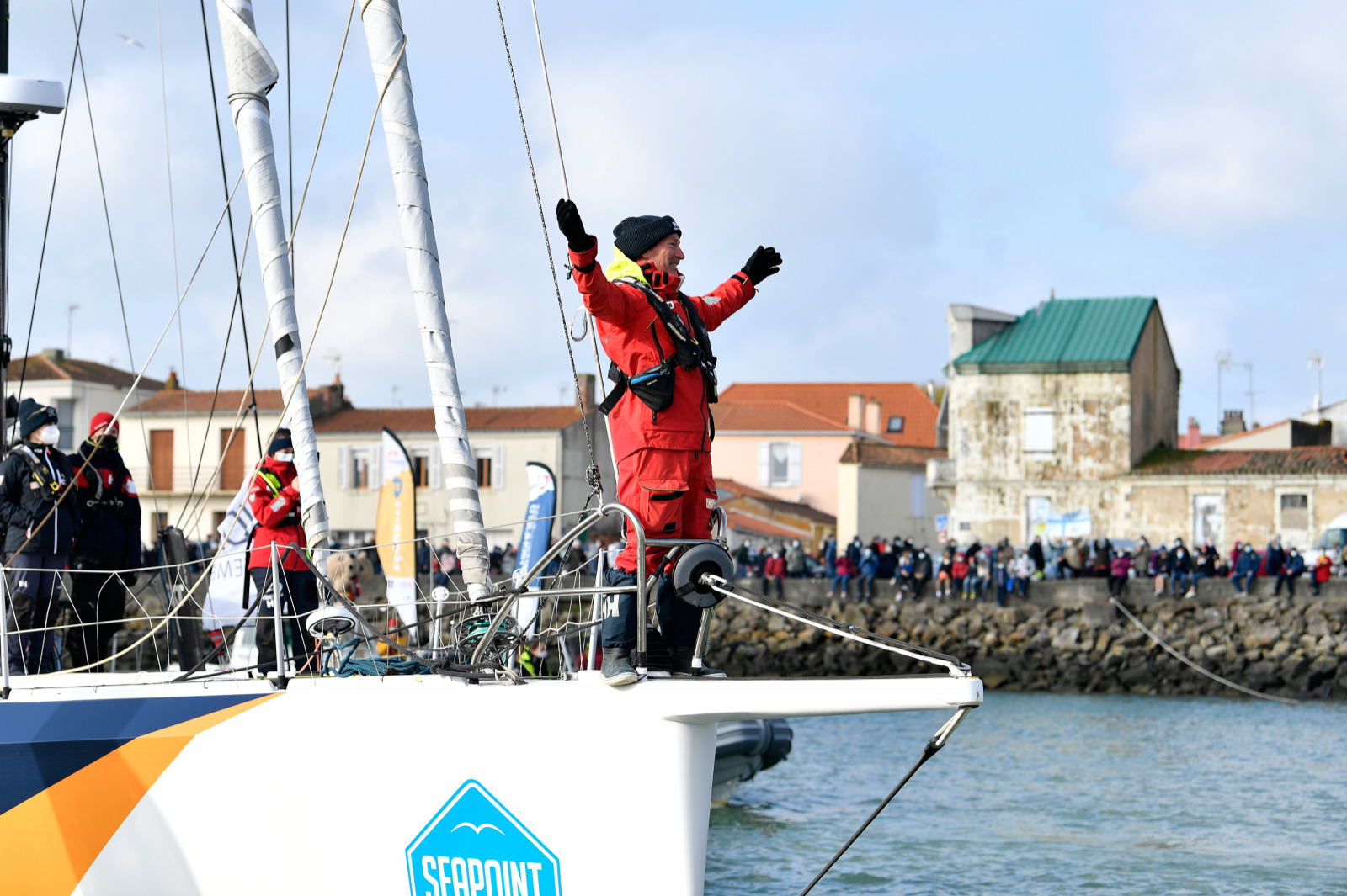 Ari HHusela arrives in Les Sables d'Olonne to a hero's welcome