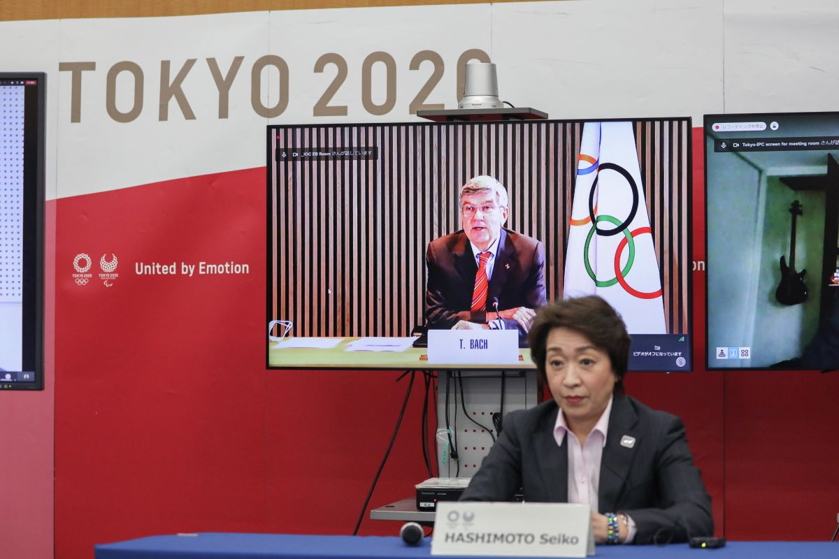 IOC President Thomas Bach spoke to Tokyo 2020 President Seiko Hashimoto at a recent meeting ©Getty Images
