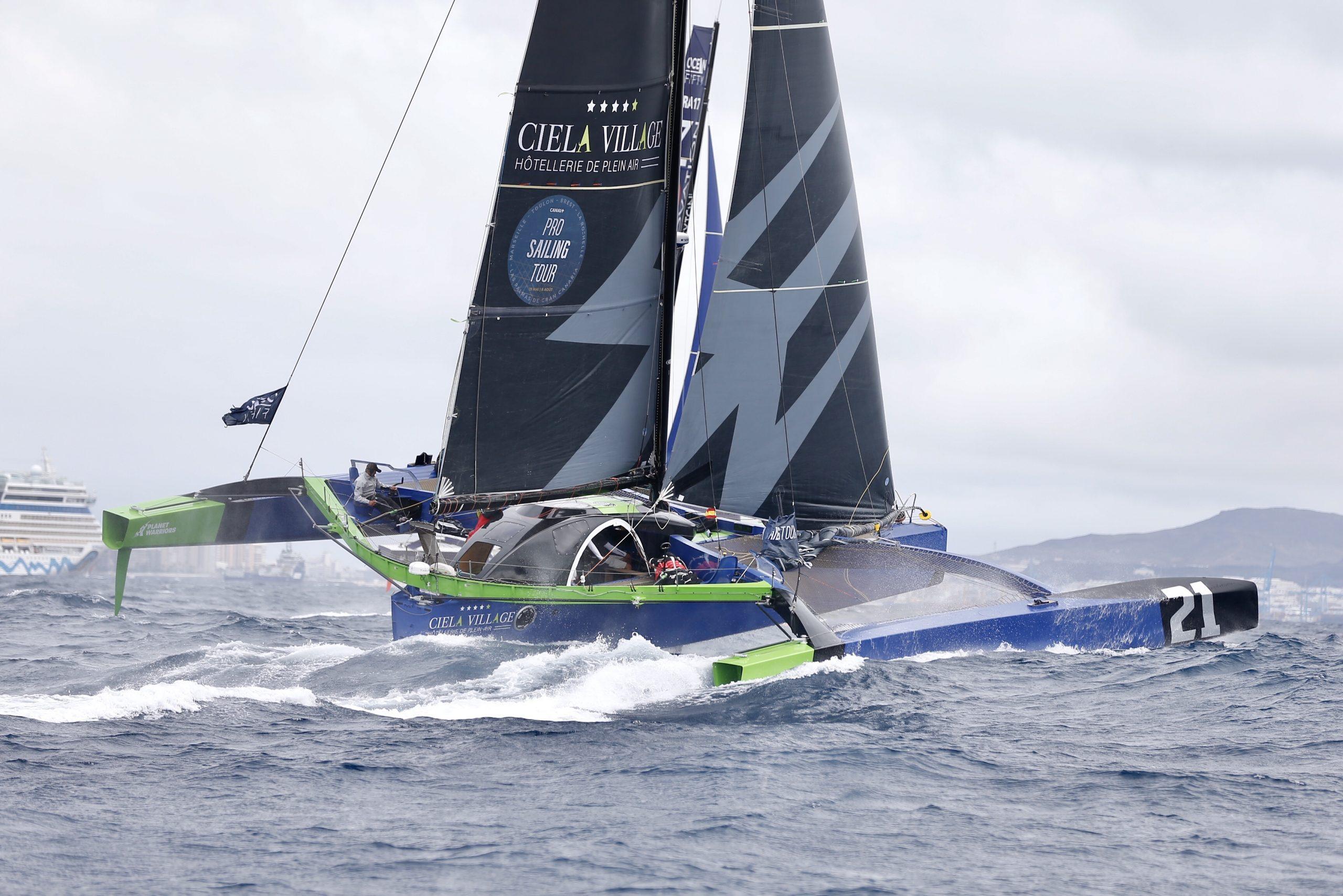 Creating plenty of wash while upwind sailing