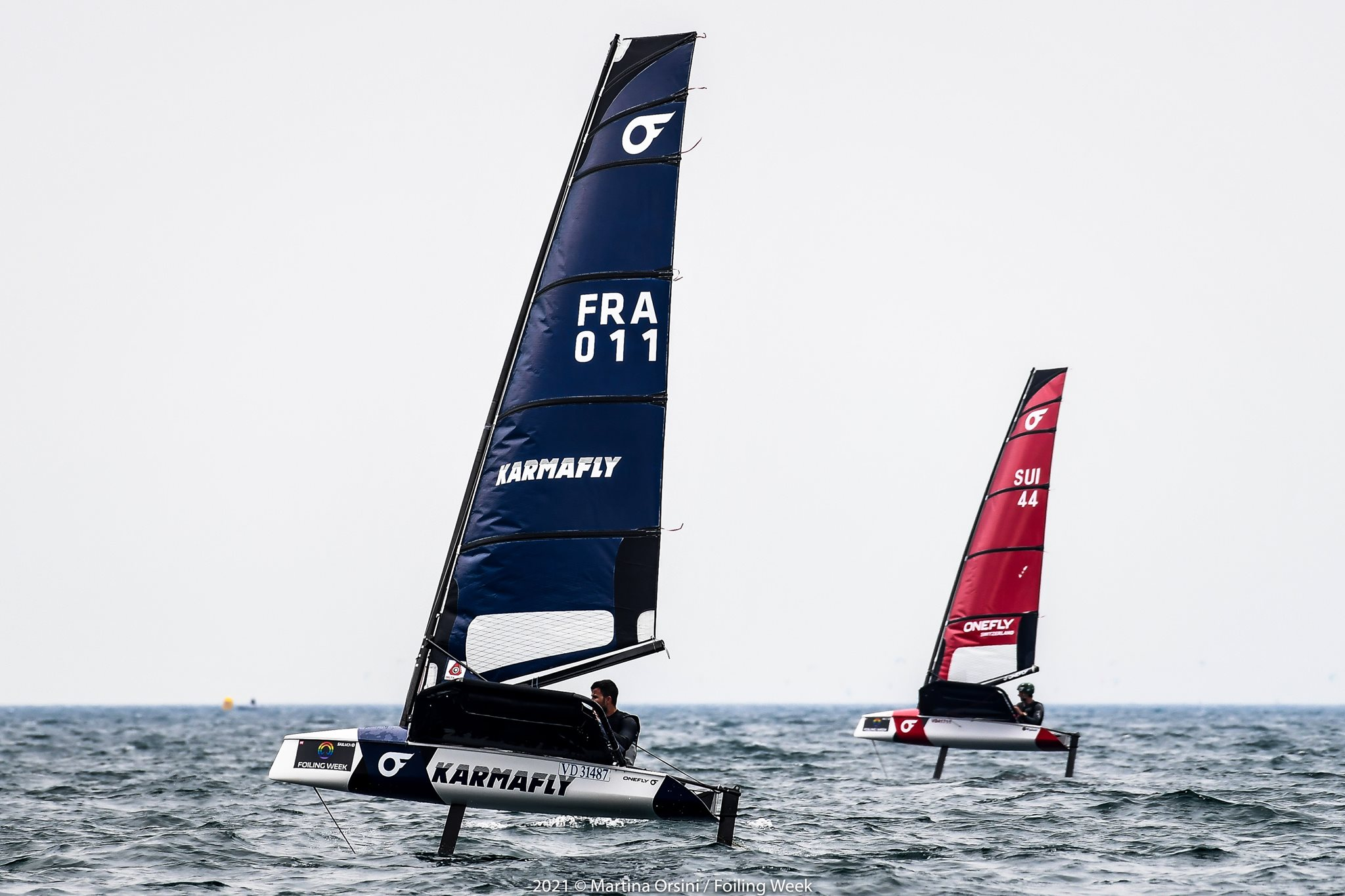 2 competitors racing upwind