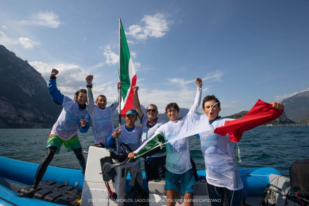 The Italian team celebrating the win