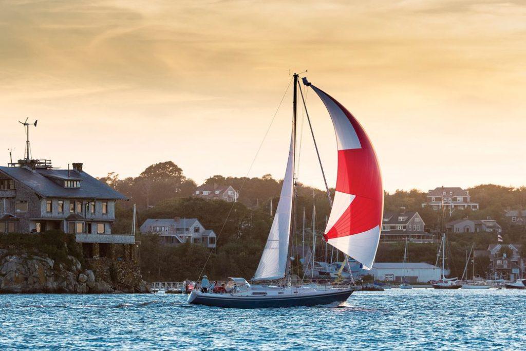 Yacht cruising with kite