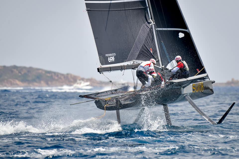 Boat mid-tack