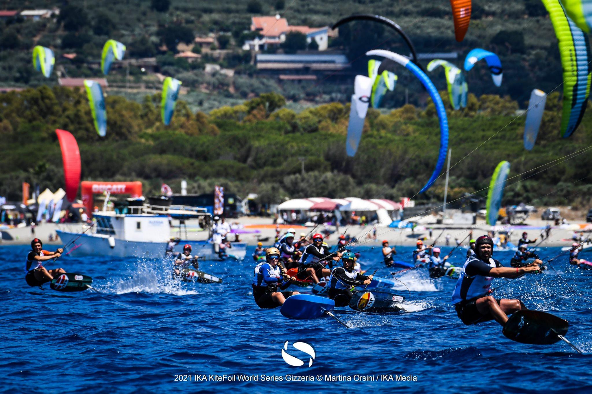 Fleet of kitefoilers