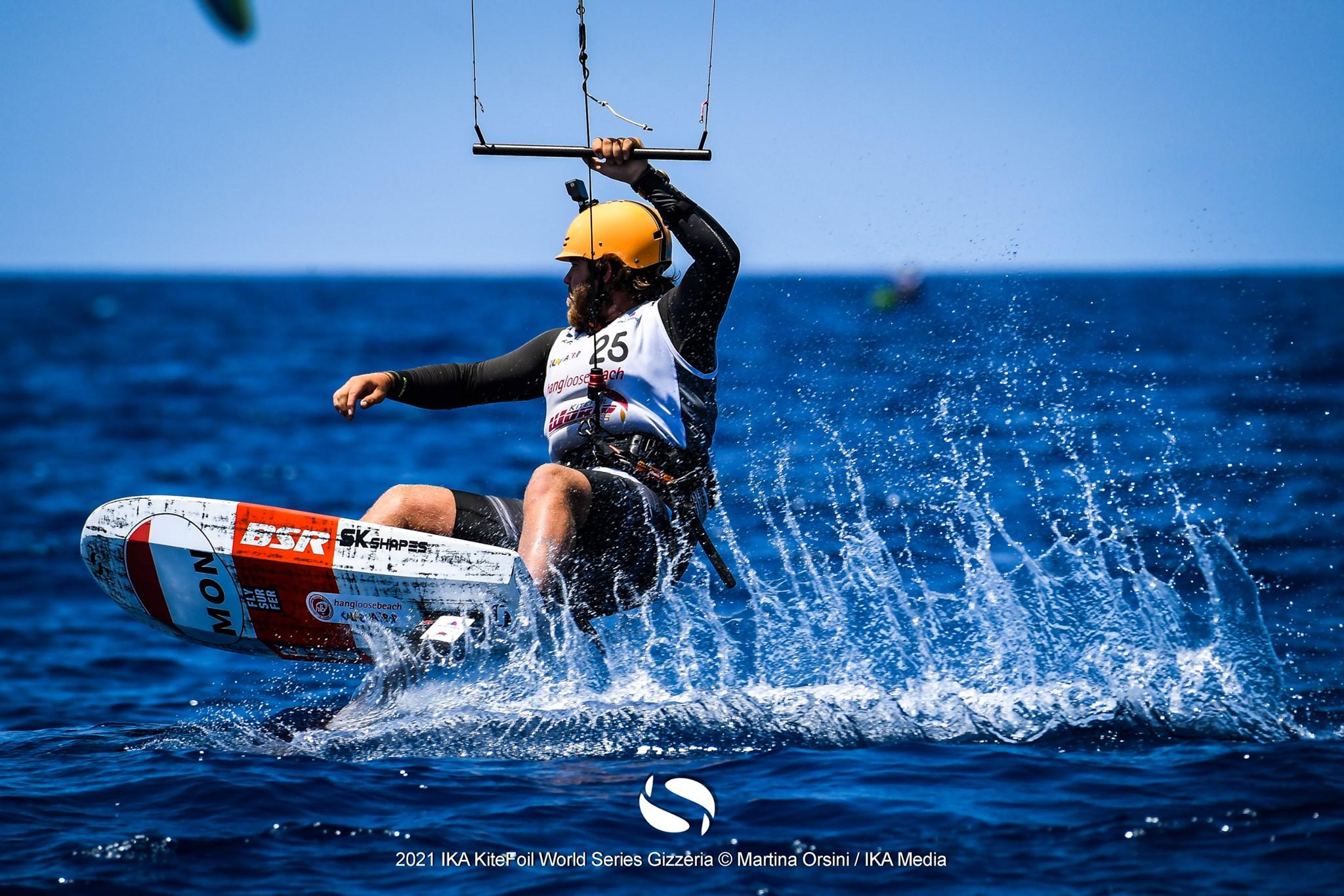 Kitefoiler making waves