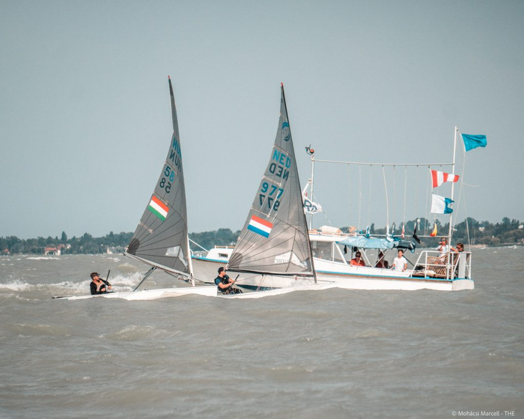 2 Hungarian sailors finish the race