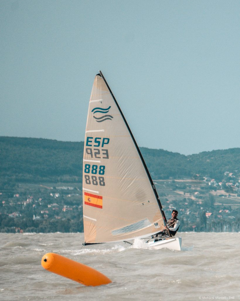 Spanish sailor coming up to a mark