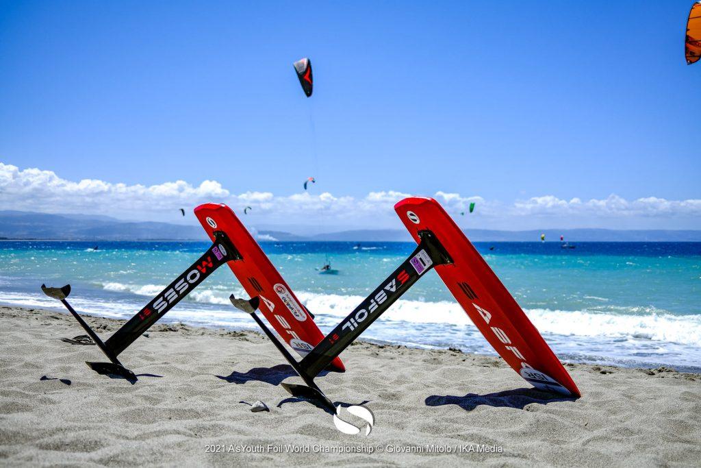 Kitefoilers sitting on the beach