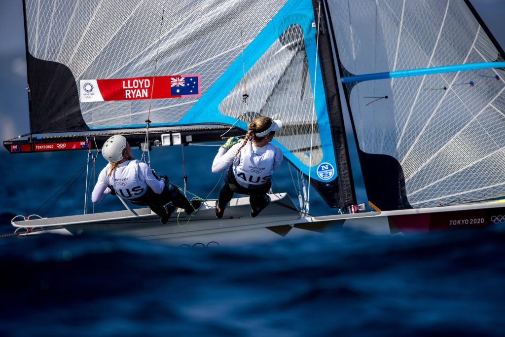 Tess Lloyd and Jaime Ryan sailing upwind in the 49erFX