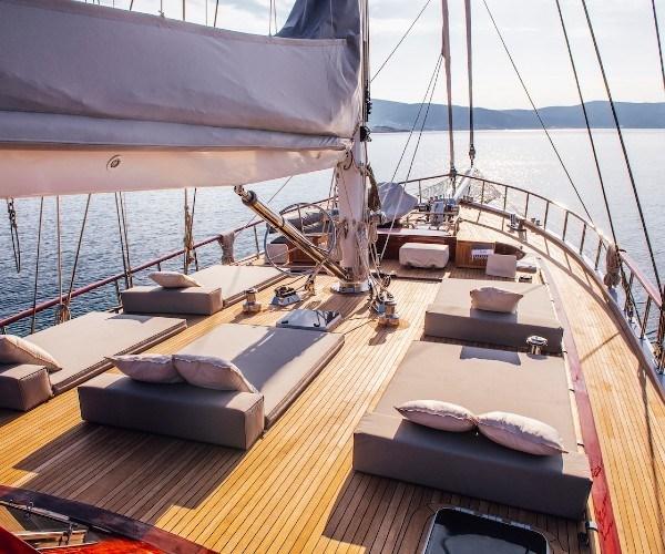 Luxury yacht HIC SALTA