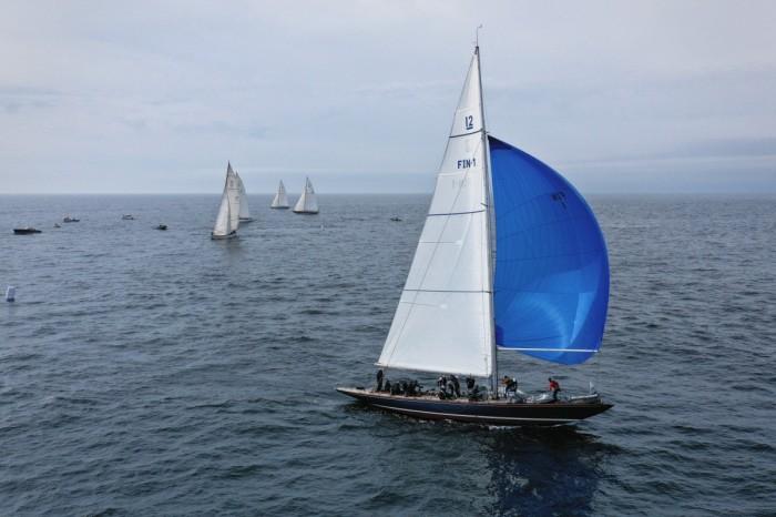 Blue Marlin (FIN-1) on a kite run