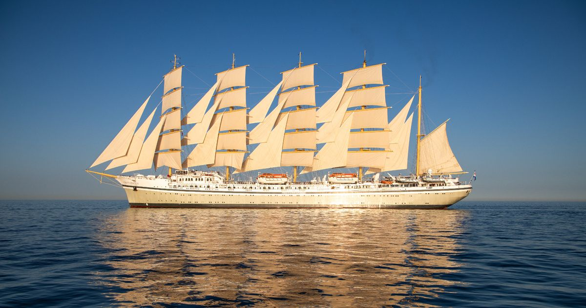 Side-view of Golden Horizon with all her sails hoisted.