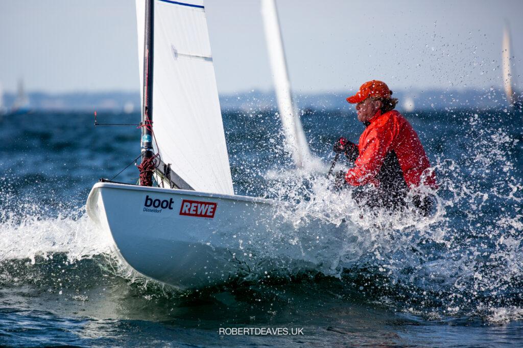 Benjamin Hammerö sailing upwind in choppy conditions.