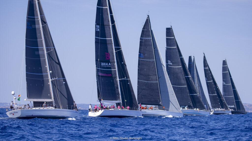 The Mini Maxi 3 fleet just after the start sailing upwind.