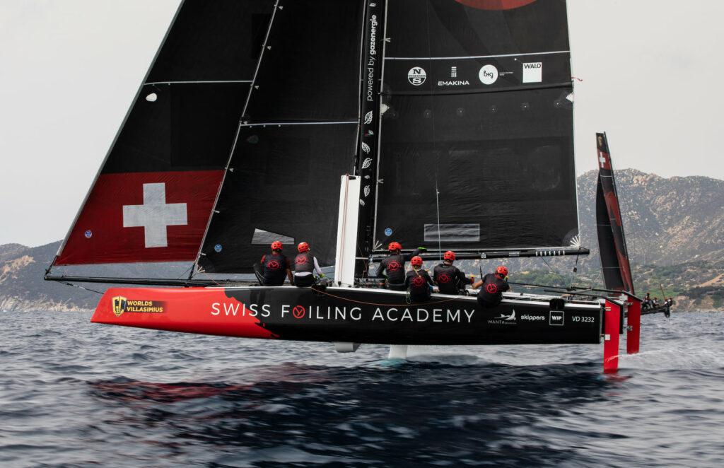 Swiss Foiling Academy foiling on a reach.