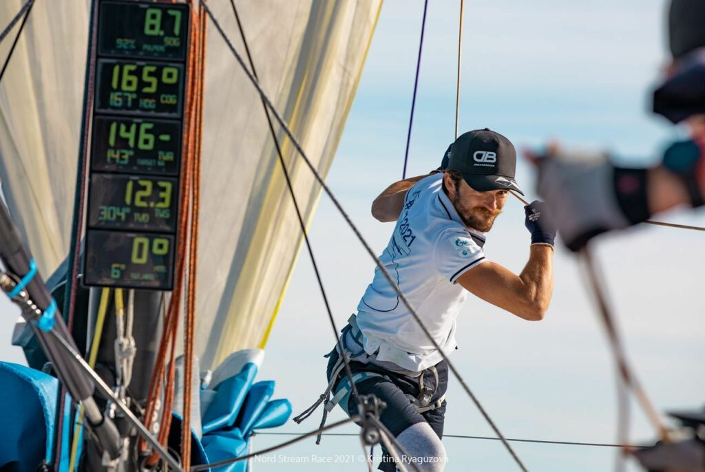 Oliver Hartas pulling a rope to the back of the boat.